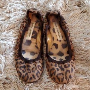 Super cute leopard Manolo Blahnik flats size 7